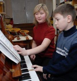 yak-provoditi-uroki-muziki